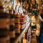 Wyeksponuj swoje produkty – meble do wyspy handlowej
